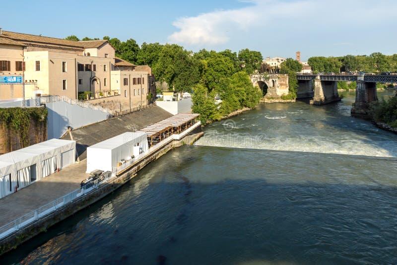 Opinión asombrosa Ponte Palatino, el río de Tíber y Pons Aemilius en la ciudad de Roma, Italia foto de archivo libre de regalías