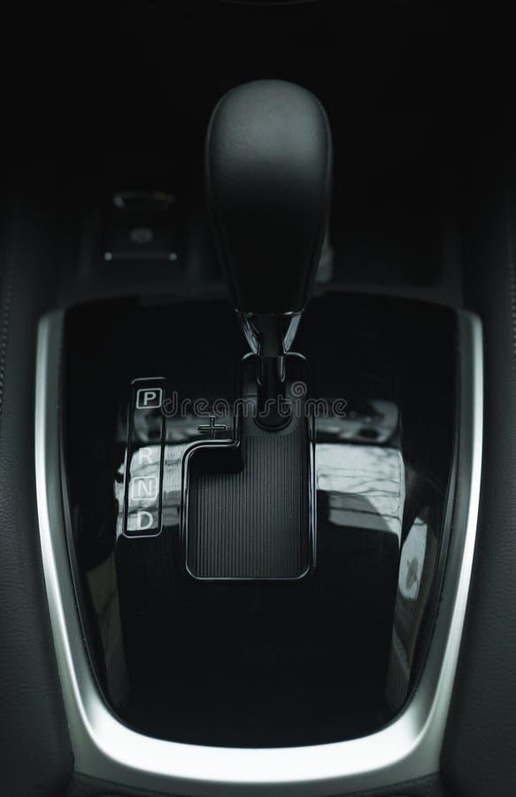 Opinión automática del primer del palillo del cambio de marchas de la transmisión automática de la palanca de la caja de cambios imágenes de archivo libres de regalías
