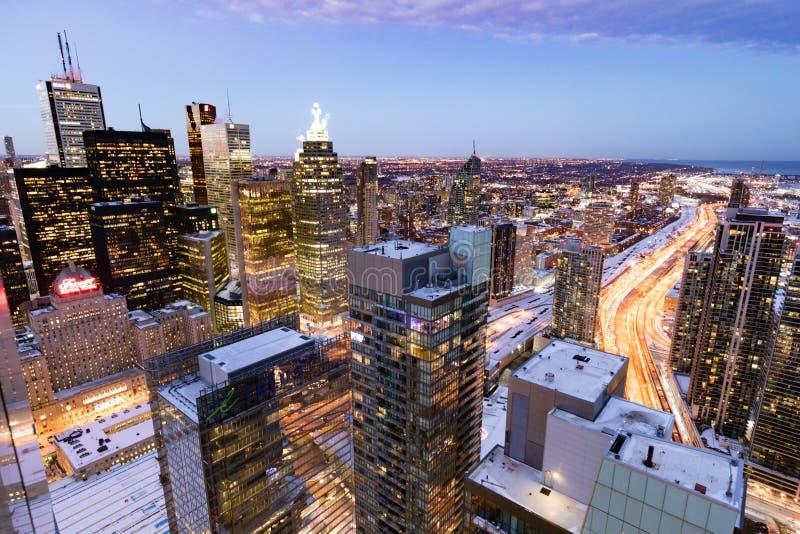 Opinión céntrica de la ciudad del highriser de Toronto en el amanecer fotografía de archivo