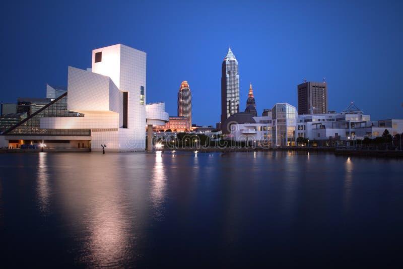 Opinión céntrica de la noche del HORIZONTE de Cleveland Ohio fotos de archivo libres de regalías
