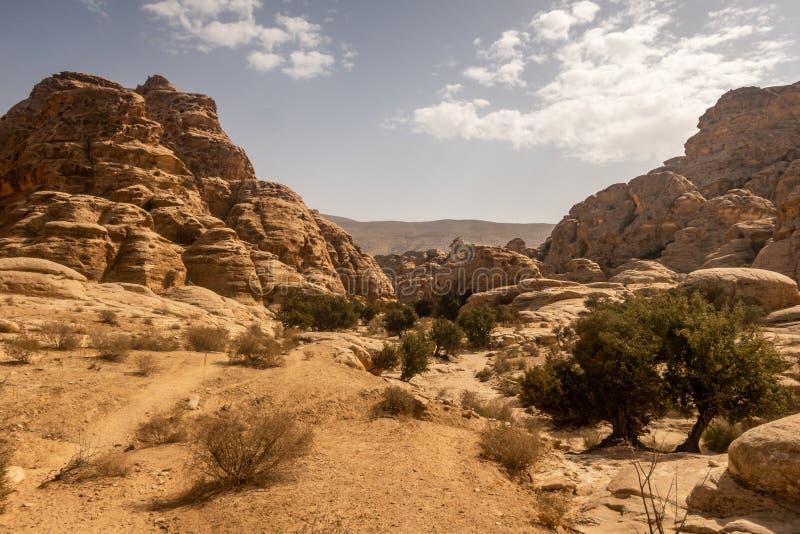 Opinión cerca de poco Petra, Jordania del paisaje imágenes de archivo libres de regalías
