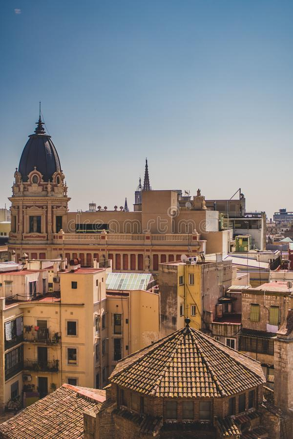 Opinión de ángulo de Hig del cuarto gótico en Barcelona fotos de archivo