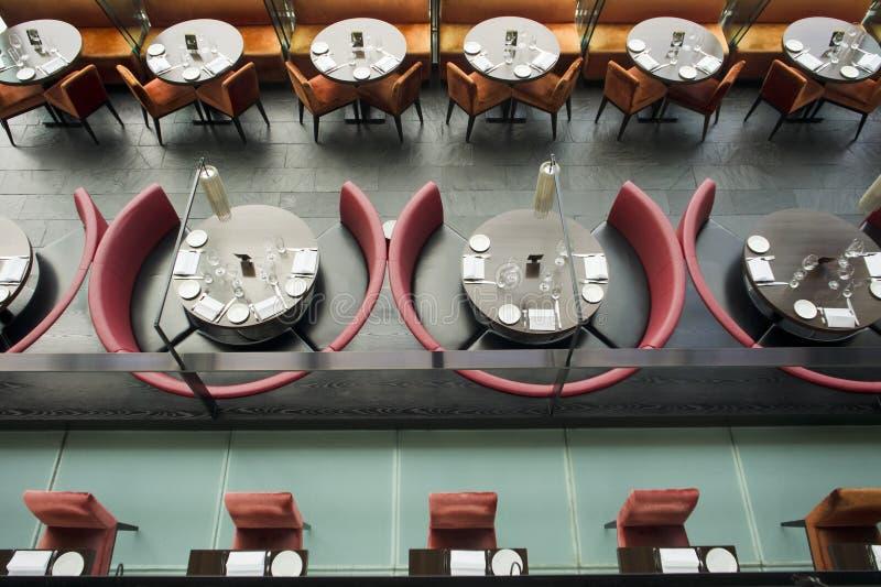 Opinión de alto ángulo de un restaurante fotografía de archivo libre de regalías