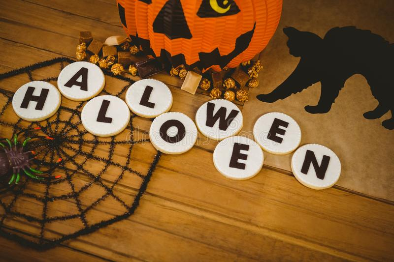 download opinin de alto ngulo de galletas con el texto y las decoraciones de halloween imagen - Decoraciones De Halloween