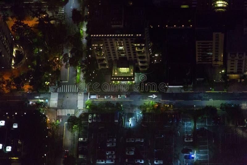 Opinión de Arial de las calles de la ciudad del ` s de Taipei en la noche foto de archivo libre de regalías