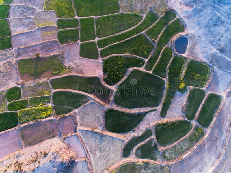 Opinión de Ariel de tierras de cultivo y del área rocosa fotos de archivo