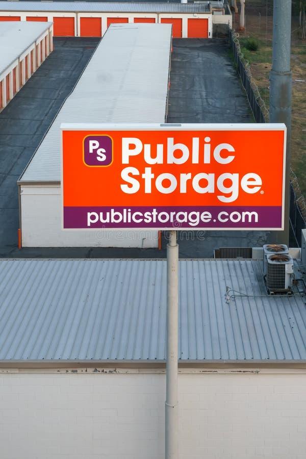 Opinión de arriba de la instalación pública de la tienda fotos de archivo