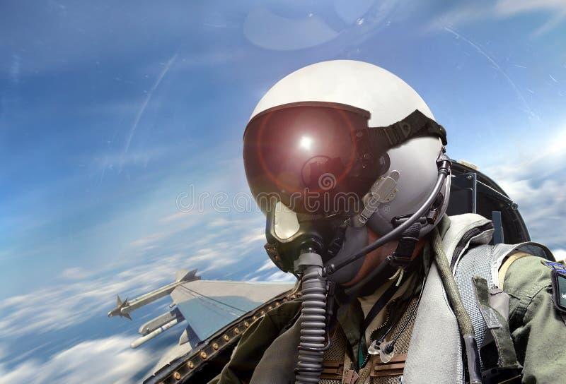 Opinión de carlinga de piloto de caza en la salida del sol foto de archivo