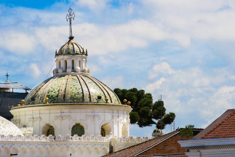 Opinión de centro histórica de la ciudad vieja de Quito, Ecuador. fotos de archivo