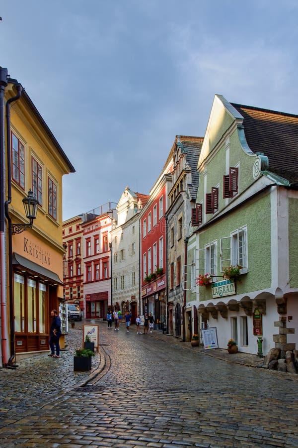 Opinión de centro histórica de la calle de Cesky Krumlov imágenes de archivo libres de regalías
