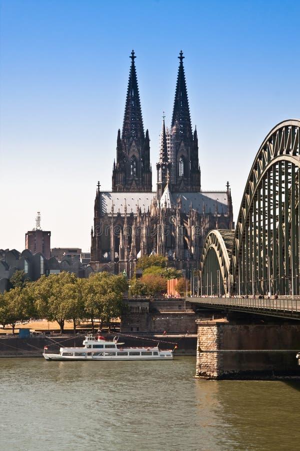 Opinión de Colonia, Dom del río foto de archivo
