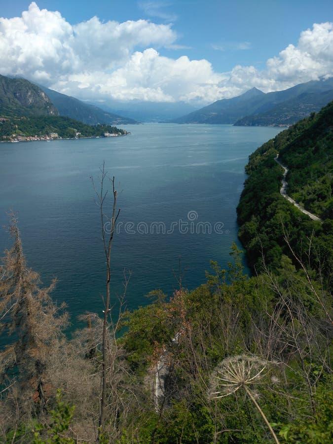 Opinión de Como del lago de Strada Regia imágenes de archivo libres de regalías