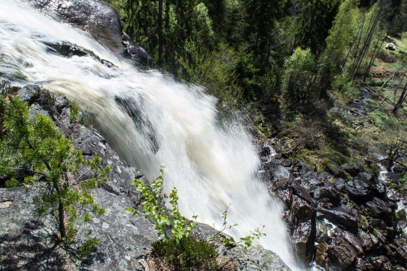 Opinión de Elgaafossen (cascada de Elga) de la gota imagen de archivo