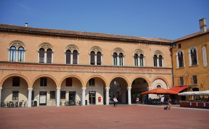Opinión de Ferrara del patio del palacio ducal fotos de archivo