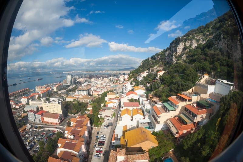 Opinión de Fisheye sobre Gibraltar del teleférico fotografía de archivo