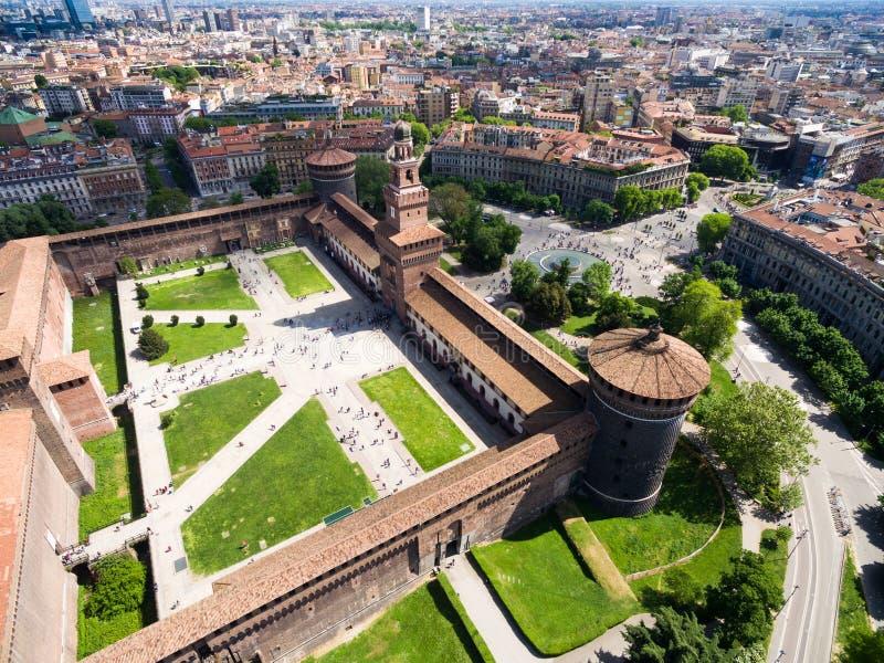 Opinión de fotografía aérea del castillo del castello de Sforza en la ciudad de Milán fotos de archivo libres de regalías