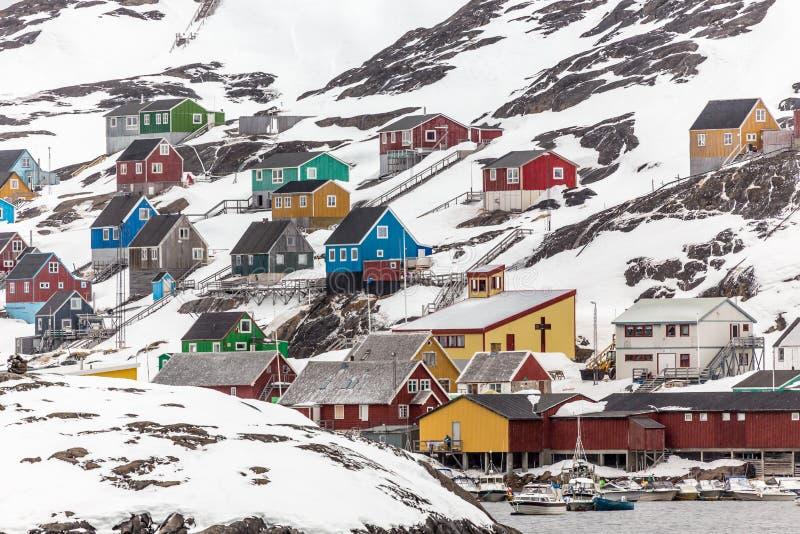 Opinión de Kangamiut del agua - pueblo ártico en el medio del nowh imagen de archivo libre de regalías
