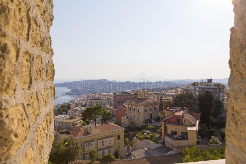Opinión de la arquitectura de la ciudad de Nápoles del castillo Sant 'Elmo foto de archivo libre de regalías