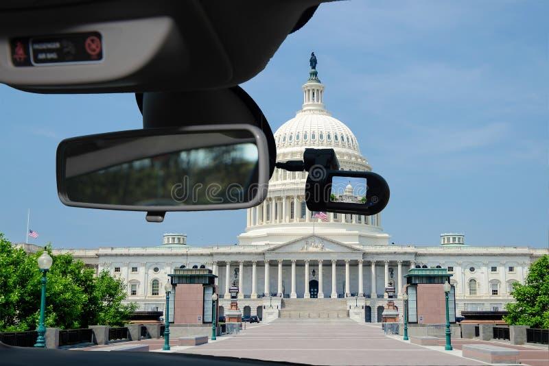 Opinión de la cámara del coche del edificio del capitolio de los E.E.U.U., Washington DC, los E.E.U.U. foto de archivo libre de regalías