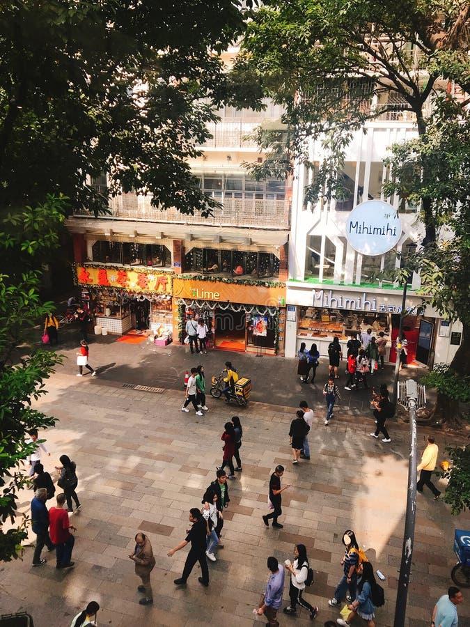 Opinión de la calle de China Guangzhou el fin de semana imagen de archivo