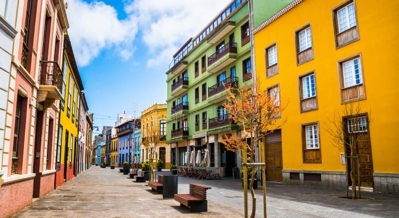 Opinión de la calle de la ciudad en la ciudad de Laguna del La en Tenerife, islas Canarias imagen de archivo libre de regalías