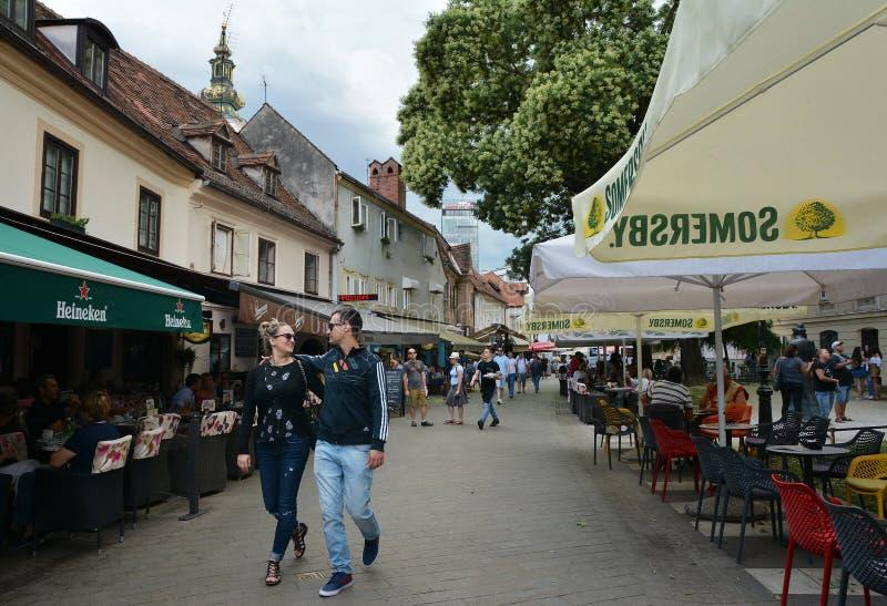 Opinión de la calle de la ciudad en la ciudad vieja de Zagreb foto de archivo libre de regalías