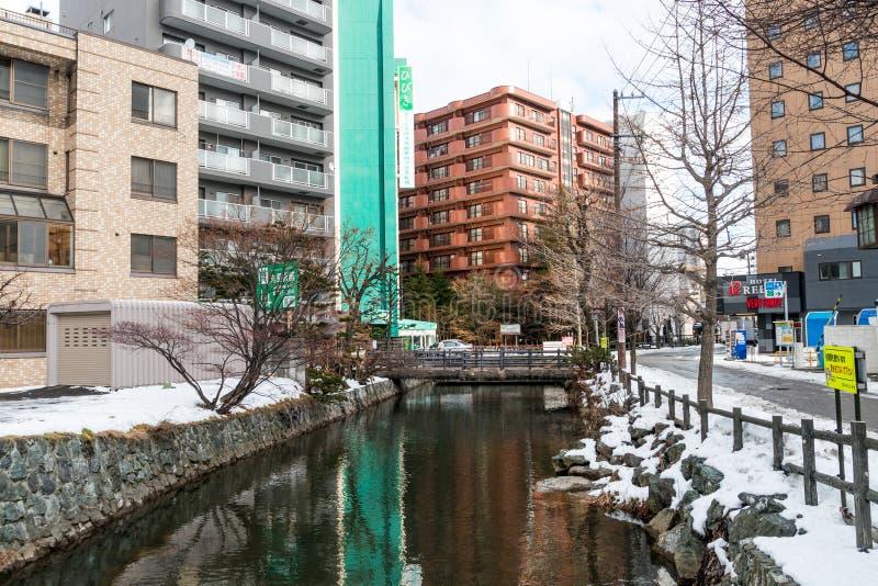 Opinión de la calle de edificios alrededor de la ciudad, Supporo, Hokaido, Japón imagenes de archivo