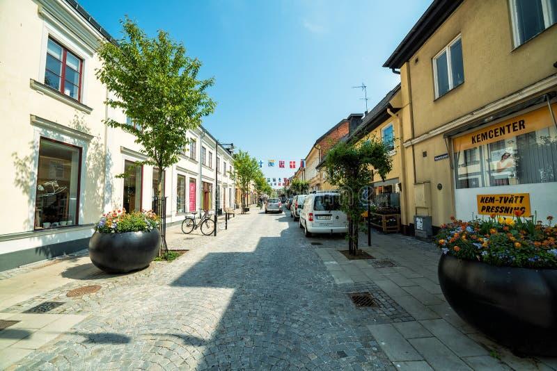 Opinión de la calle de la primavera en Karlshamn imagen de archivo