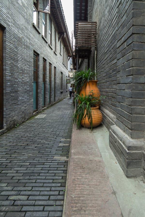 Opinión de la calle del callejón de la anchura de Chengdu fotografía de archivo