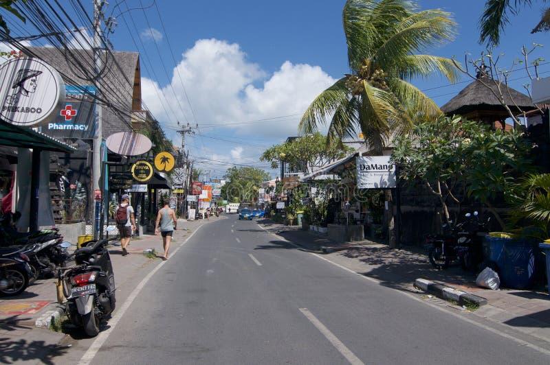 Opinión de la calle del camino de Pantai Batu Bolong imagenes de archivo