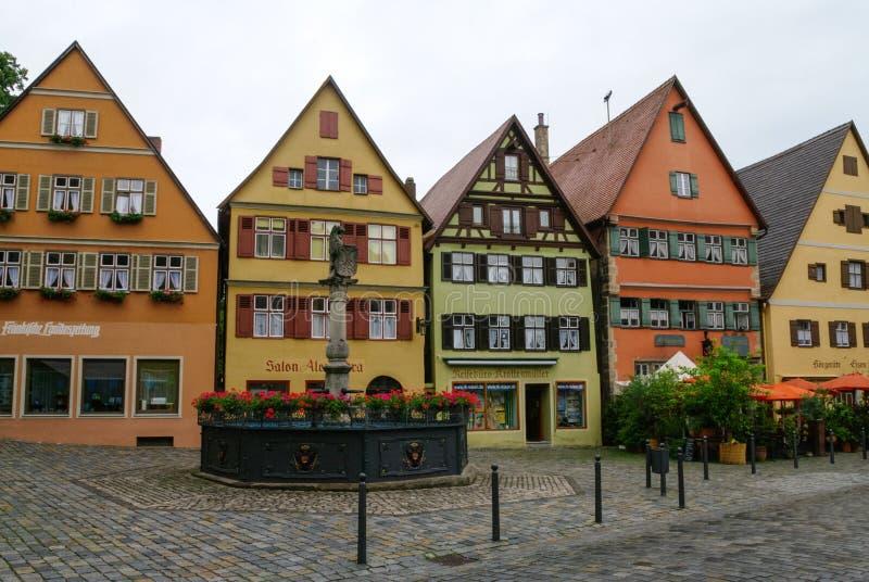 Opinión de la calle Dinkelsbuhl, una de las ciudades arquetipo en el camino romántico alemán imágenes de archivo libres de regalías