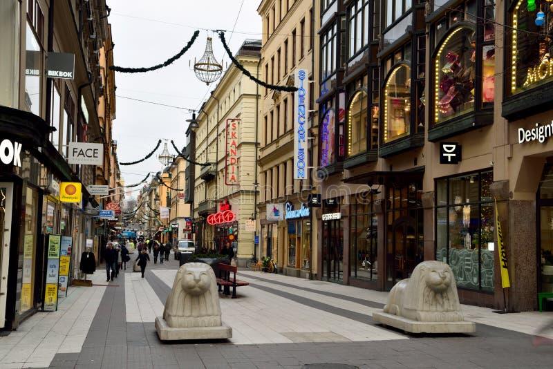 Opinión de la calle de Drottninggatan en Estocolmo, Suecia fotos de archivo