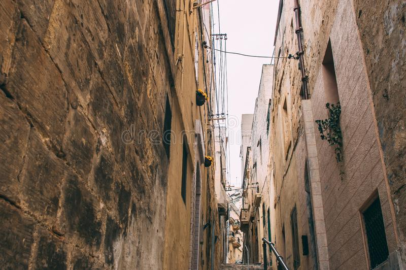 Opini?n de la calle en Birgu, Malta fotos de archivo