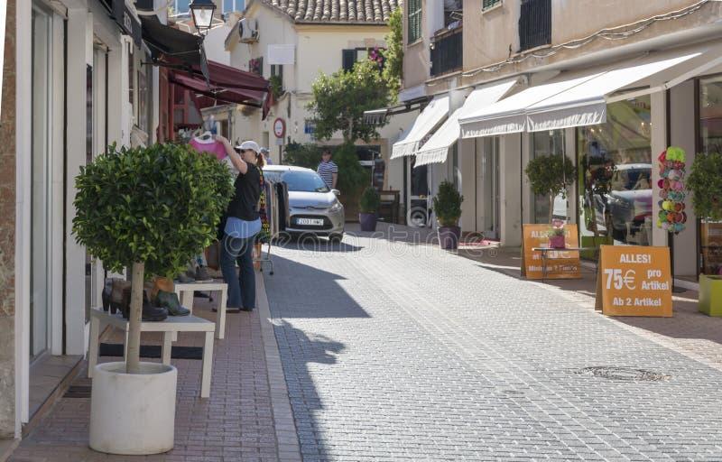 Opinión de la calle en d'Andratx del puerto Ventas de la estación baja imagenes de archivo