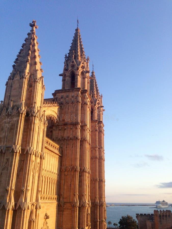 Opinión de la catedral en Palma, España imagen de archivo