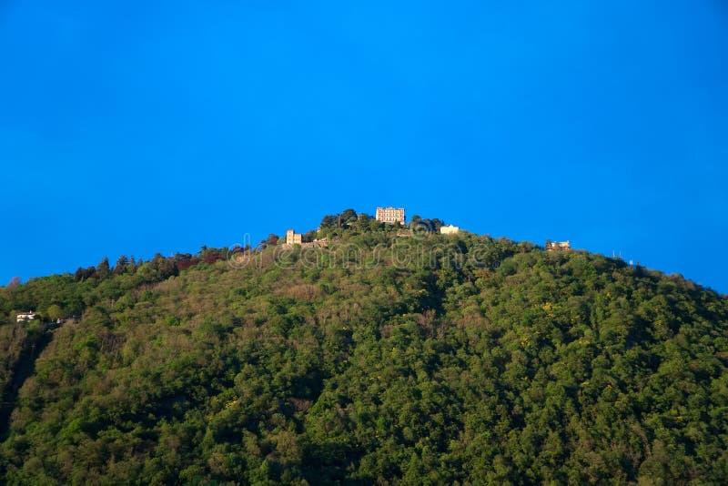 Opinión de la ciudad de Brunate del lago Como imágenes de archivo libres de regalías