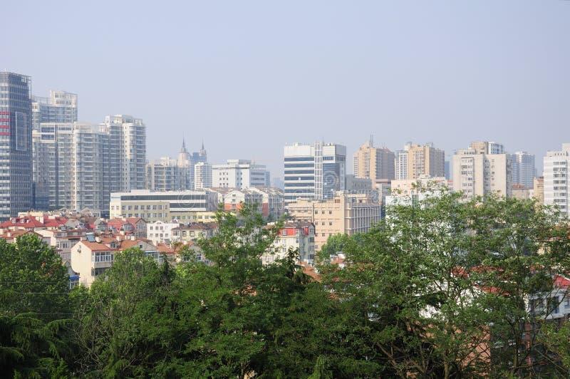 Opinión de la ciudad de Qingdao China fotografía de archivo