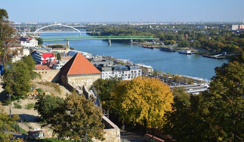 Opinión de la ciudad del castillo Eslovaquia de Bratislava imagen de archivo libre de regalías