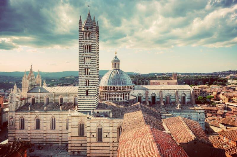 Opinión de la ciudad del panorama de Siena, Italia Siena Cathedral, di Siena del Duomo vendimia imágenes de archivo libres de regalías