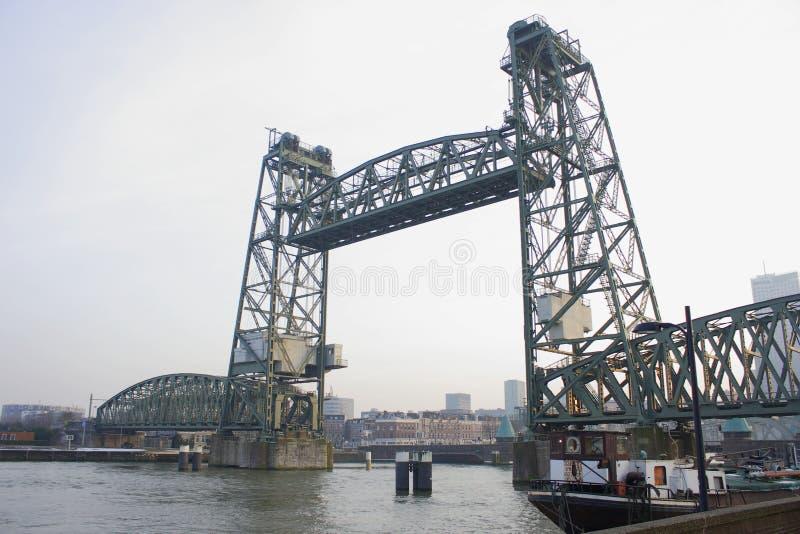 Opinión de la ciudad del puente de Rotterdam, Netherland imagen de archivo