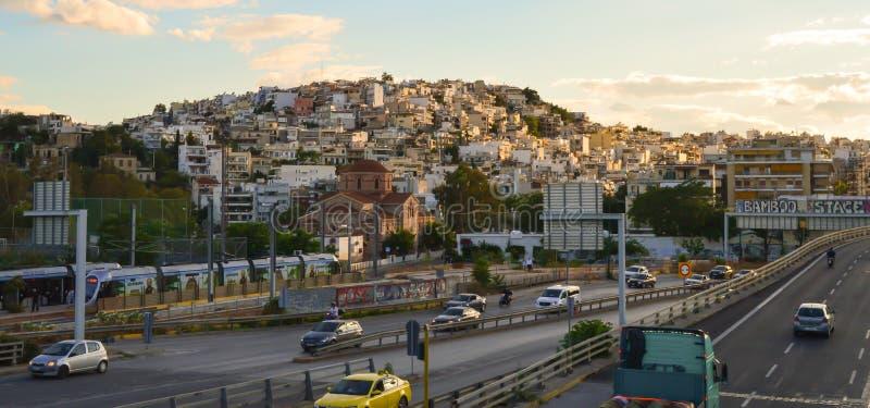 Opinión de la ciudad de la estación de metro del puerto deportivo de Aghia en Atenas, Grecia el 19 de junio de 2017 imágenes de archivo libres de regalías