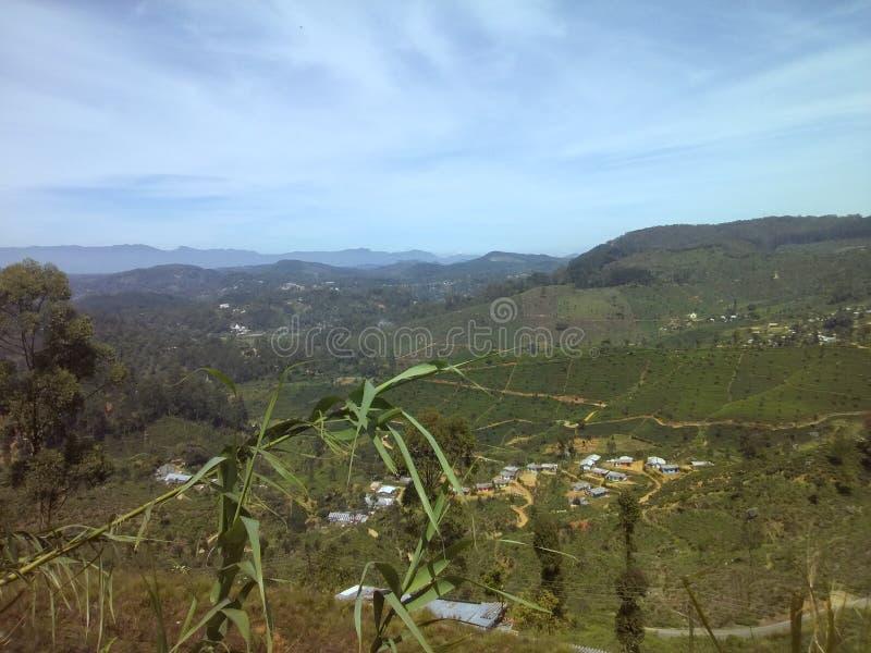 Opinión de la ciudad de Haputale en camino del welimada fotografía de archivo