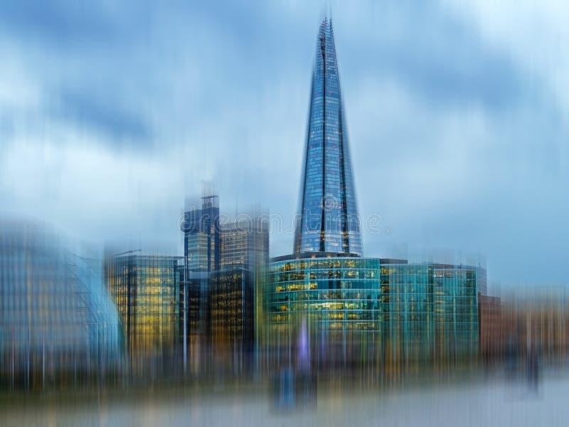 Opinión de la ciudad de Londres sobre el río Támesis del puente de la torre fotos de archivo