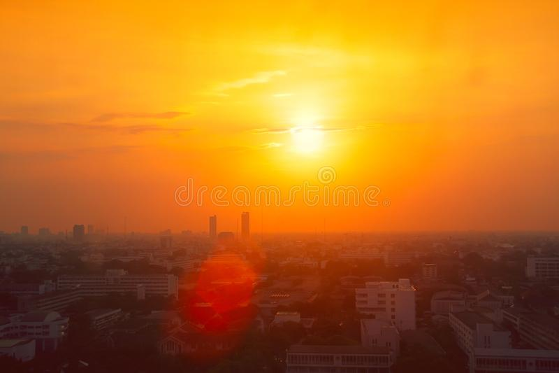 Opinión de la ciudad de Tailandia en temperatura alta de la estación de verano de la ola de calor fotografía de archivo libre de regalías