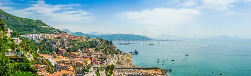Opinión de la costa de Amalfi, Campania, Italia de la postal fotos de archivo