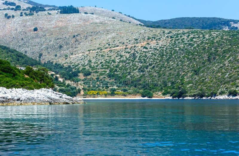 Opinión de la costa de Kefalonia del verano (Grecia) imagen de archivo