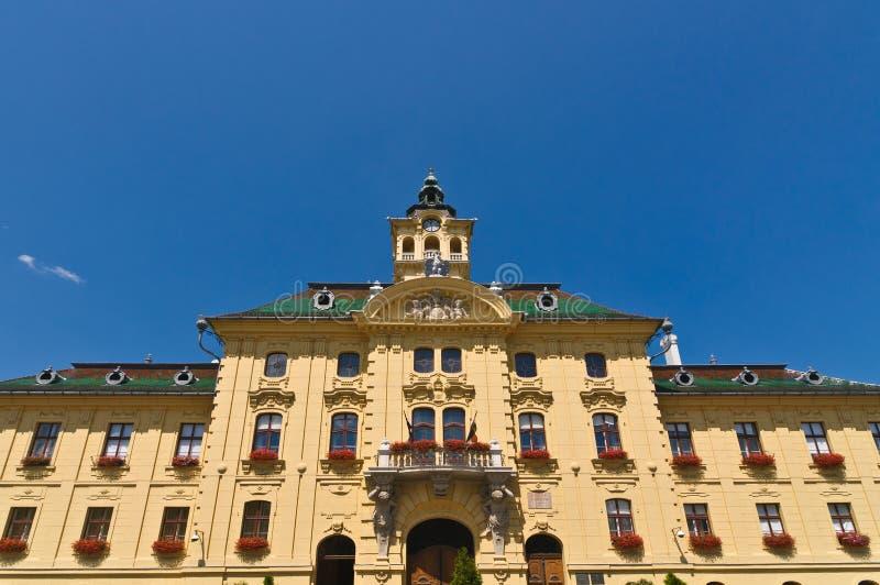Opinión de la fachada del ayuntamiento foto de archivo