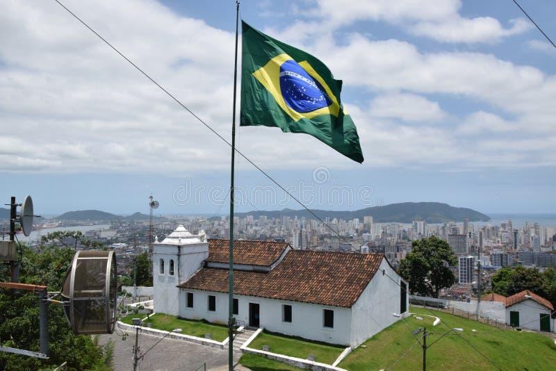 Opinión de la iglesia de Monte Serrat en Santos fotos de archivo