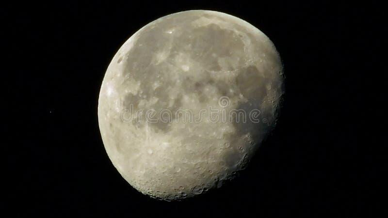 Opinión de la luna de la tierra foto de archivo