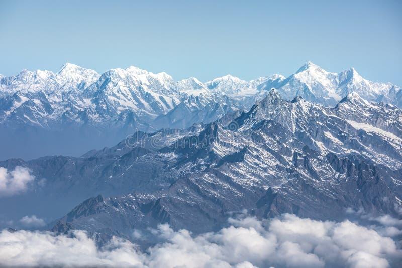 Opinión de la luz del día de la gama de Everest fotografía de archivo